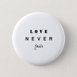 Love Never Fails 6 Cm Round Badge
