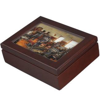 Machinist - The standard way 1915 Memory Box