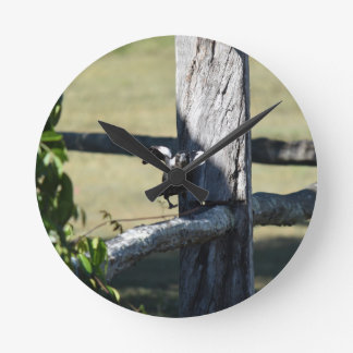 MAGPIE READY TO FLY ON FENCE AUSTRALIA WALLCLOCK