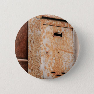 Mailbox rusty outdoors 6 cm round badge