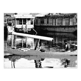 Man plying wooden shikara in the Dal Lake Photo