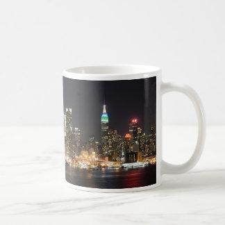 Manhattan New York skyline night Basic White Mug