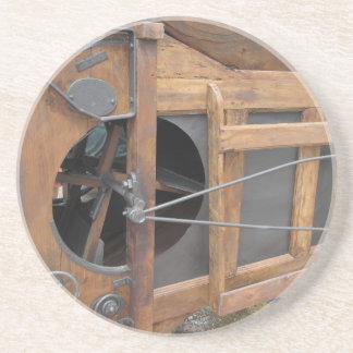 Manual machine used to shell the corn coaster