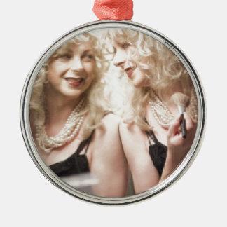 Marlene in mirror.jpg Silver-Colored round decoration
