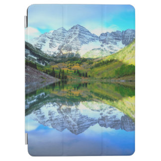 Maroon Bells reflecting in Maroon Lake iPad Air Cover