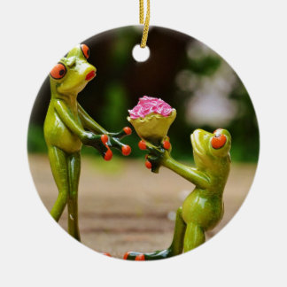 Marry Me cute funny frogs Round Ceramic Decoration