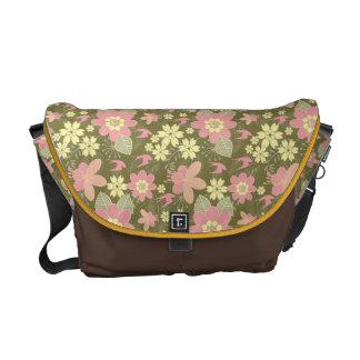 Medium Messenger Bag Pink Floral