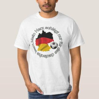 Mein herz schlagt nur fur das deutsche team. t-shirt