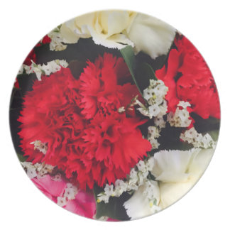 Melamine picnic plate with red carnations