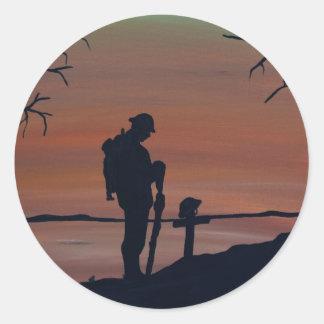 Memorial, Veternas Day, silhouette solider at grav Classic Round Sticker