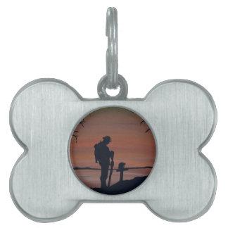 Memorial, Veternas Day, silhouette solider at grav Pet ID Tag