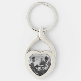 Men Chatting Image Metal Twisted Heart Keychain Silver-Colored Twisted Heart Key Ring
