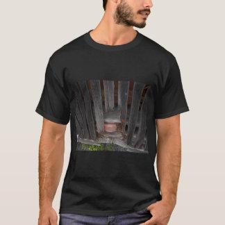 Men's Basic Dark T-Shirt large w/barn boards