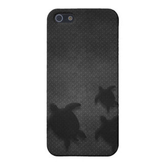 Metal Grate with Hawaiian Honu Family - For Da Guy iPhone 5 Cover