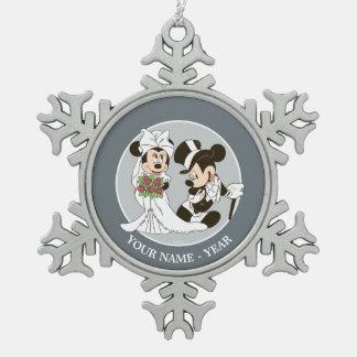 Mickey & Minnie Wedding   Getting Married Snowflake Pewter Christmas Ornament