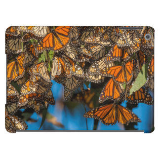 Migrating monarch butterflies cling to leaves case for iPad air