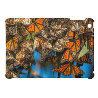 Migrating monarch butterflies cling to leaves iPad mini case