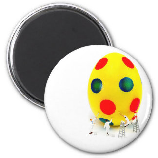 Miniature figurines painting yellow easter egg magnet