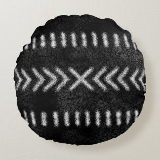 Minimalist Tribal Pattern in Black and White Round Cushion