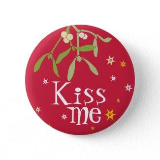 Mistletoe Kiss me button/badge button