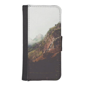 Misty Mountains, Relaxing Nature Landscape Scene iPhone SE/5/5s Wallet Case
