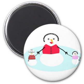 Mom and her snow babies 6 cm round magnet