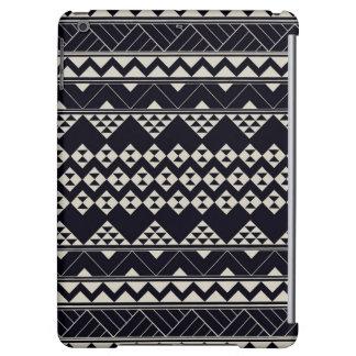 Monocromatic Tribal zigzag triangular pattern