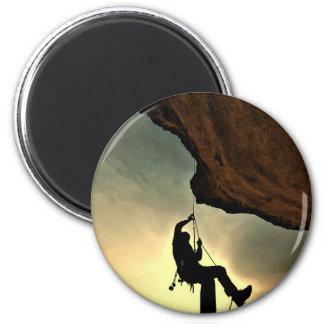 Mountain climber beautiful scenery 6 cm round magnet