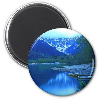 mountain shore 6 cm round magnet