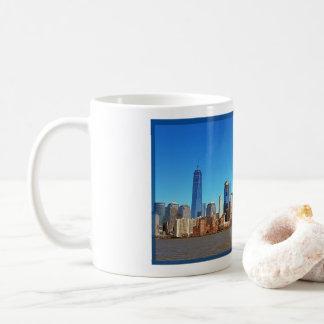 Mug depicting the Manhttan skyline