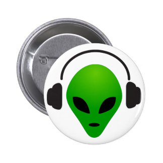 Music alien 6 cm round badge