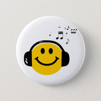 Music loving smiley 6 cm round badge