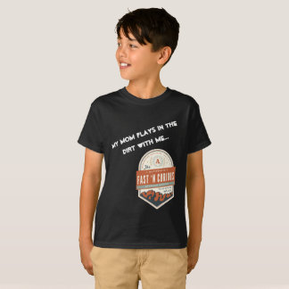 """My Mom Plays in the Dirt With Me."" Kids T-Shirt"