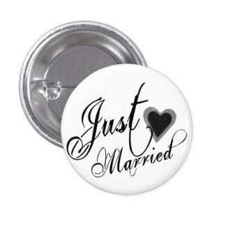 Naughy Grunge Script - Just Married Heart Black 3 Cm Round Badge