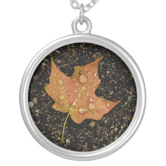 Necklace-Autumn Dew Leaf Round Pendant Necklace