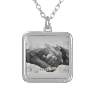 """necklace with phrase in Spanish: """"I love grandmoth"""