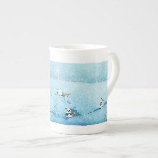 Neve. Fiori. Panda. Tea Cup