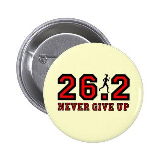 Never give up marathon 6 cm round badge