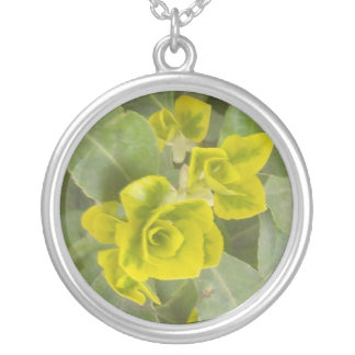 New leaf round pendant necklace