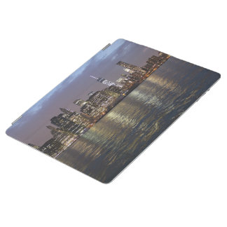 New York skyline at night iPad Cover