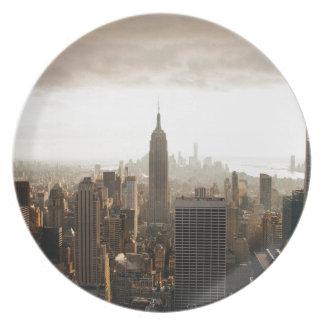 New York Skyline - dusk - grey Party Plate