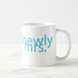 newly mrs / blue basic white mug