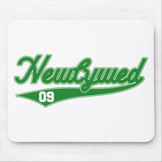 Newlywed '09 (Baseball Script Green) Mouse Pads