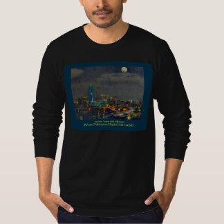 Night view: Fukuoka Tower with FULL moon T-Shirt