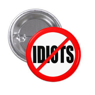 """NO IDIOTS"" 3 CM ROUND BADGE"