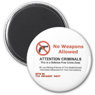 NO WEAPONS ALLOWED 6 CM ROUND MAGNET