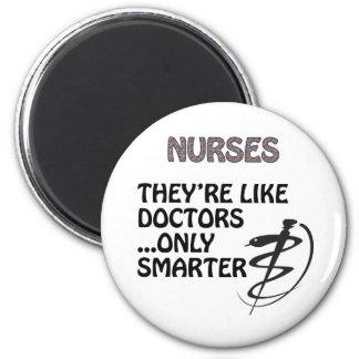 NURSES  ARE SMARTER THAN DOCTORS 6 CM ROUND MAGNET