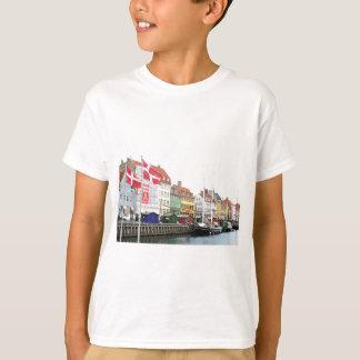 Nyhavn canal in Copenhagen, Danmark T-Shirt