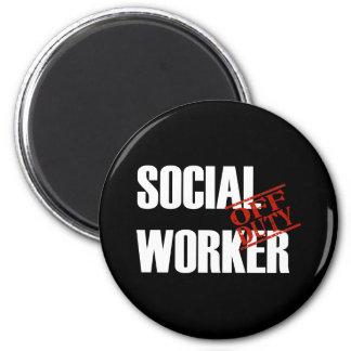 OFF DUTY SOCIAL WORKER DARK 6 CM ROUND MAGNET