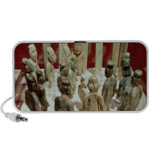 Offering of sixteen male figures, from La Mp3 Speaker